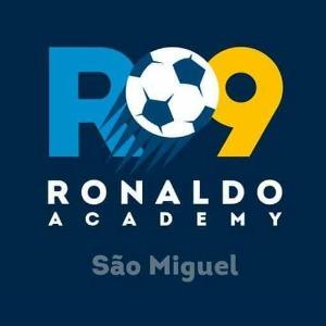 Escudo da equipe R9 - Ronaldo Academy - São Miguel - Sub 10